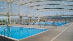 Moción solicitando la rescisión del contrato de la piscina por el impago de la concesionaria.